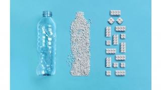 レゴグループ、使用済みペットボトルを再利用したレゴ®ブロックの試作品を公開